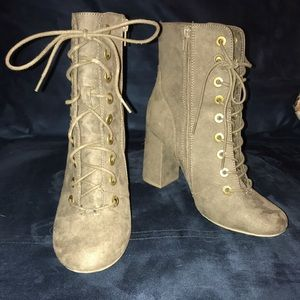 Suede Lace Up Boots -Tan/Grey